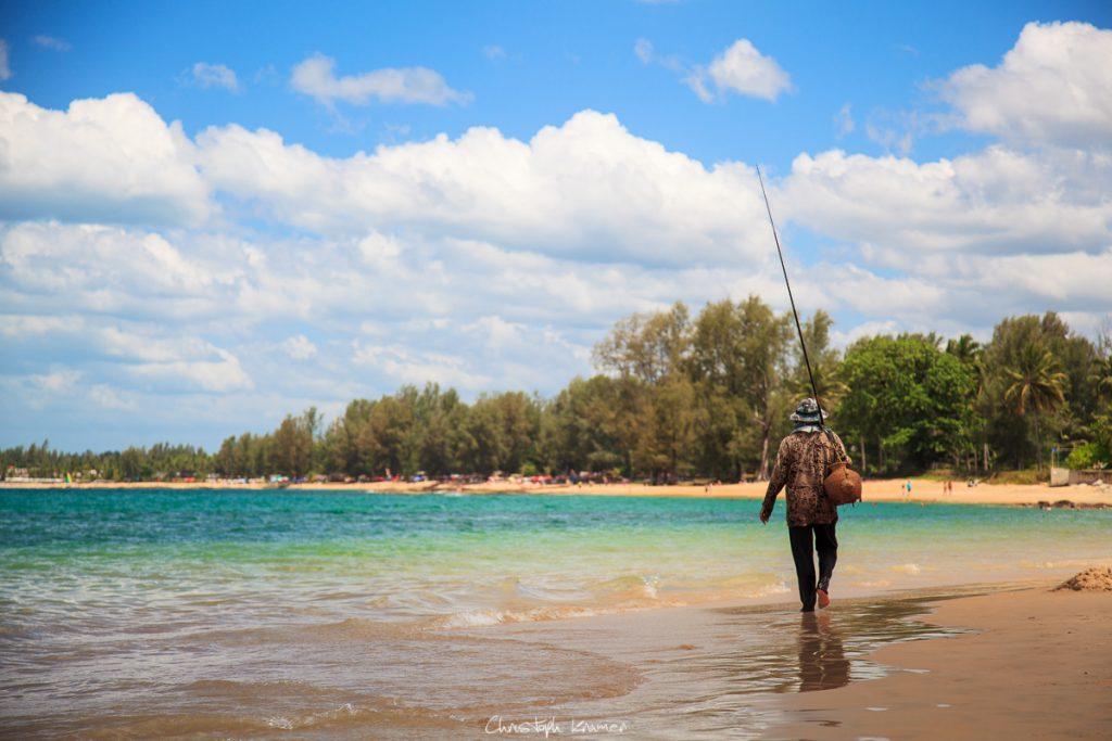 Angler am Meer von Khaolak
