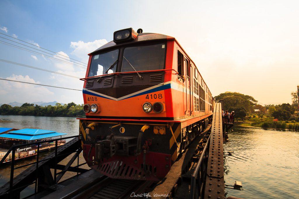 Mit dem Zug zur Brücke am Kwai