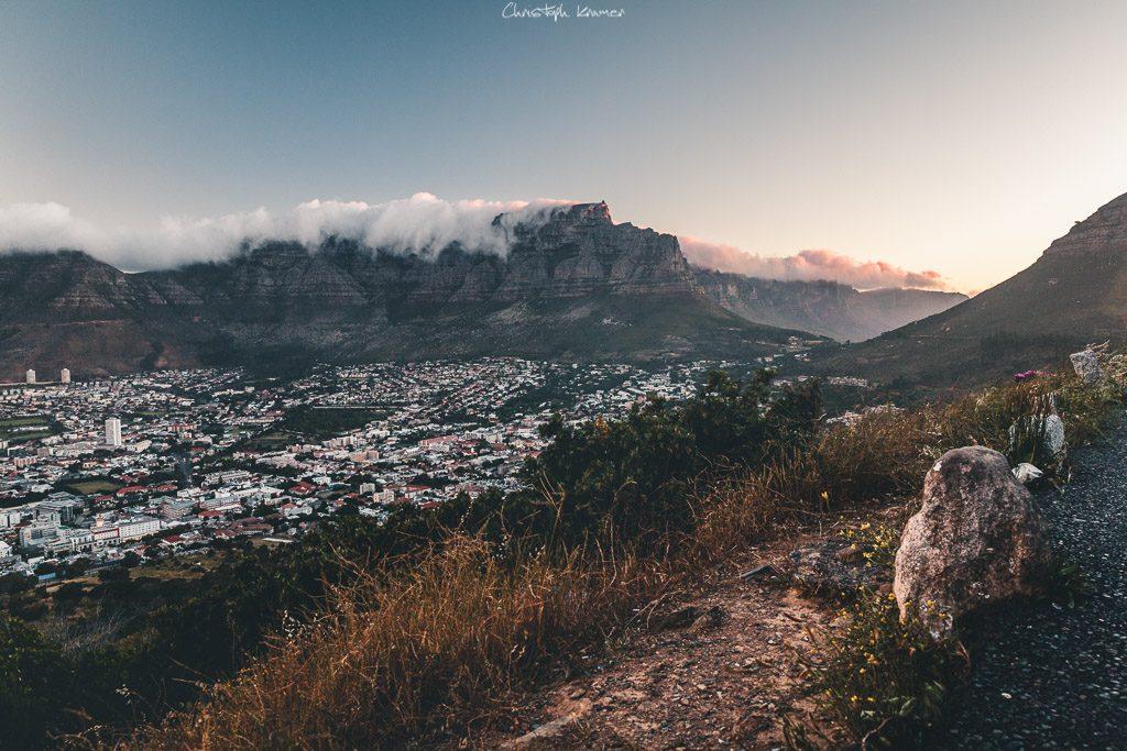 Der Tafelberg und die 12 Apostel im Sonnenuntergang