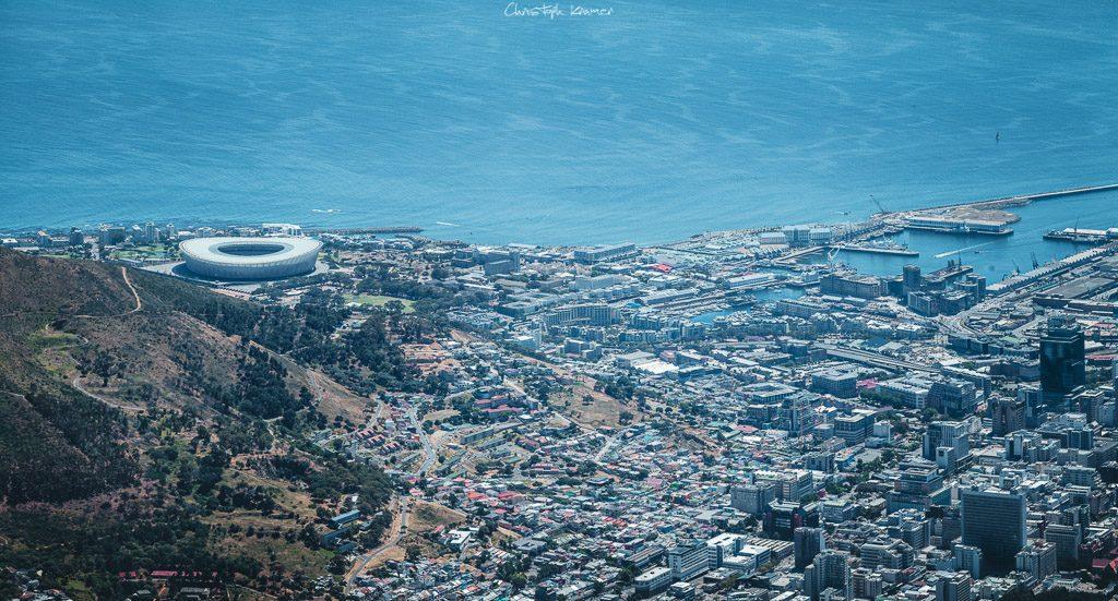 Blick auf das Stadion und Kapstadts Waterfront