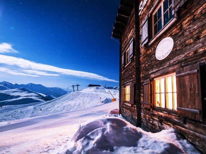 Die Schatzberghütte im Licht des Vollmonds