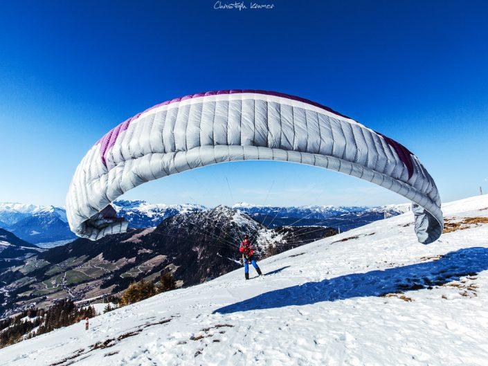 Paraglider in den Tiroler Alpen