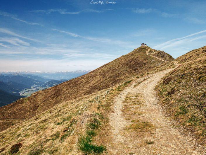 Die Helmberghütte auf dem Gipfel des Helms