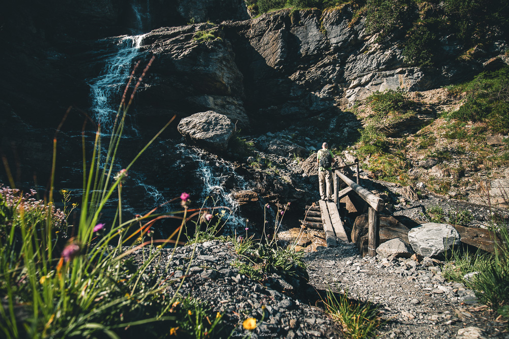 kleiner Wasserfall auf dem Weg zur Doldenhornhütte