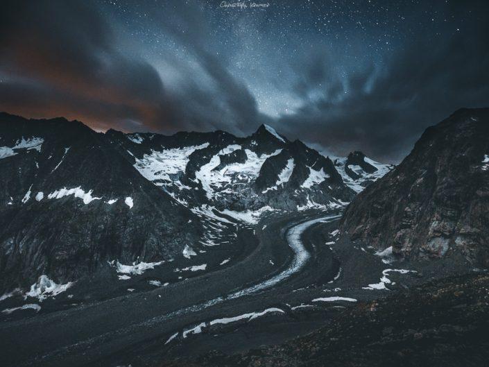 bewölkter Sternenhimmel über dem Nesthorn
