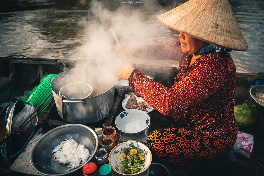 vietnamesische Nudelsuppe zum Frühstück