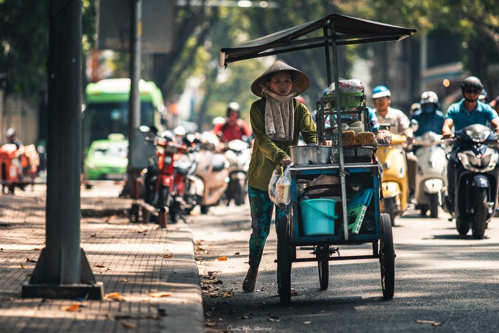 Straßenverkäuferin in Ho-Chi-Minh-Stadt