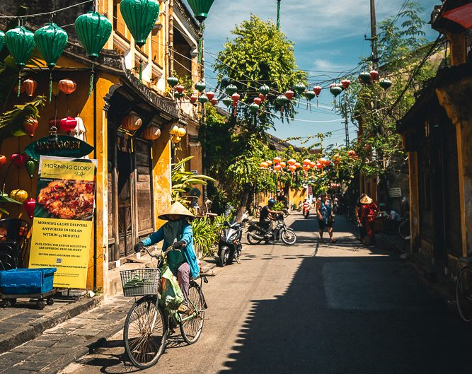 Fahrradfahrer in der Altstadt