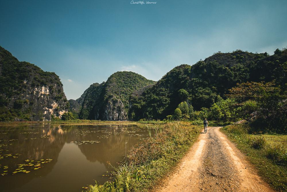 Mit dem Fahrrad durch die trockene Halong Bucht