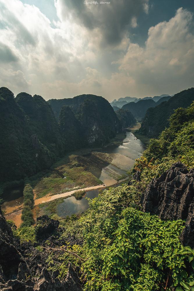 Ruderboote auf dem Fluss von Tam Coc