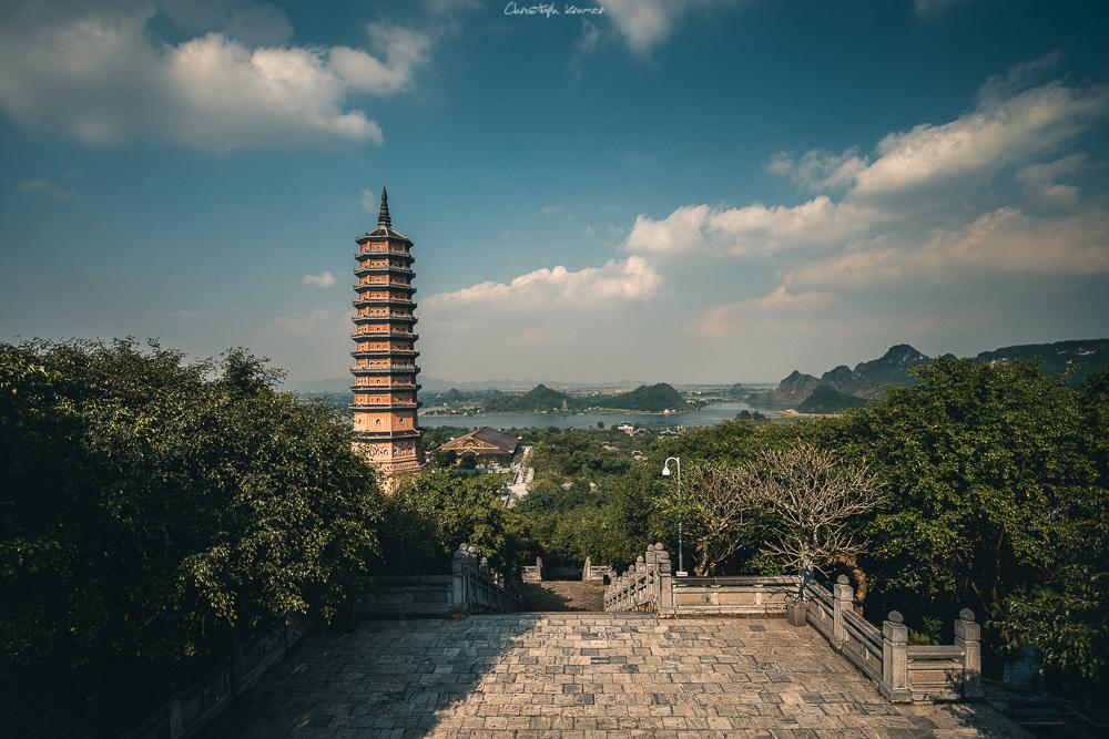 Der 100 Meter hohe Turm der Bai Dinh Pagode