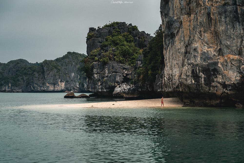 einsamer Strand in der Lan Ha Bucht
