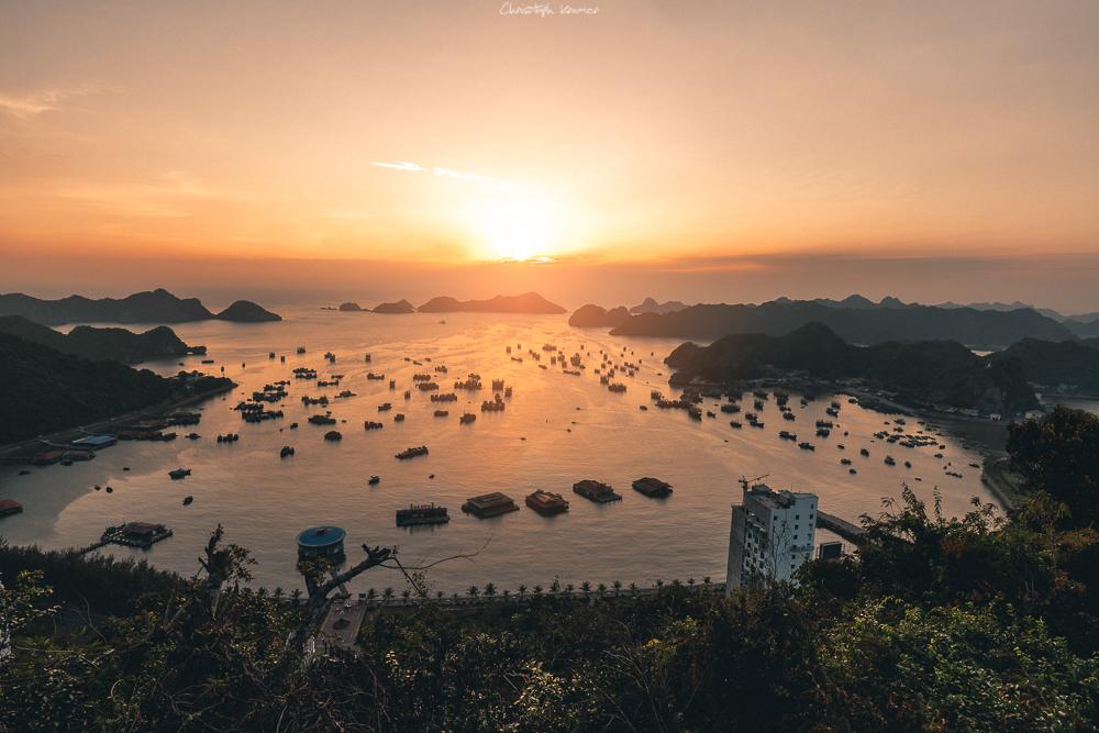 Sonnenuntergang über der Lan Ha Bucht